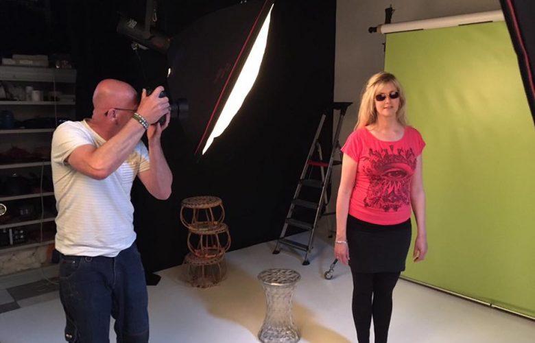 Model brillen zonnebrillen fotoshoot