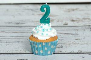 jongen 2 jaar cupcake